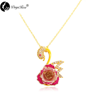 Swan rose necklace (fresh rose)